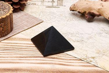 Polished pyramid 5 cm (1,97 inch)
